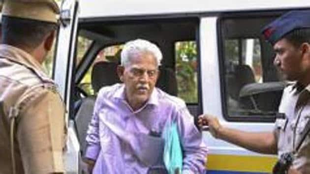 Varavara Rao, Telugu poet and activist accused in the Eagar Parishad case, was taken by Karnataka police from Yerawada Central Prison on Wednesday morning.(HT FILE)