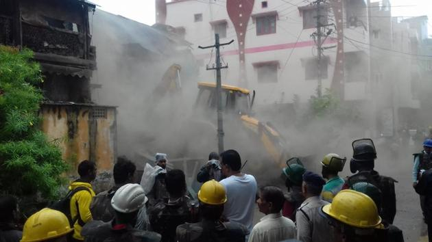 The building at the centre of the controversy involving local Bharatiya Janata Party (BJP) legislator Akash Vijayvargia was demolished by the civic body in Madhya Pradesh's Indore city on Friday.(HT Photo)