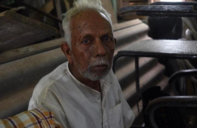 Bajaji Chavan in a shelter in Tiware village near Chiplun in Ratnagiri.(Pratham Gokhale/HT Photo)
