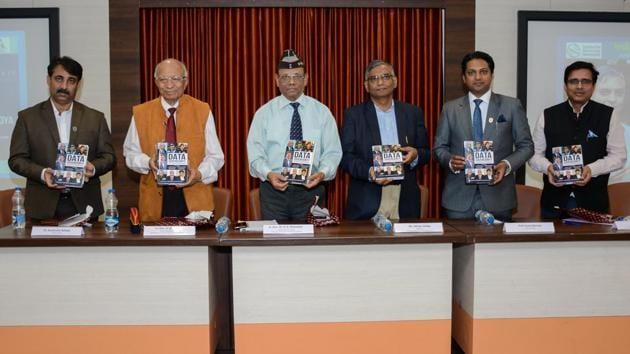 (From left)Kumendra Raheja ( Director RIIM), Lt. Gen. V. M. Patil - AVSM, PVSM (Retd) Voice Chairman, Centre for Knowledge sovereignty, Lt. Gen. Dr. D.B. Shekatkar - VSM, AVSM, PVSM (Retd),Abhay Vaidya - Resident Editor, Hindustan Times, Suraj. Sharma - Chairman RIIM.(Milind Saurkar/HT Photo)