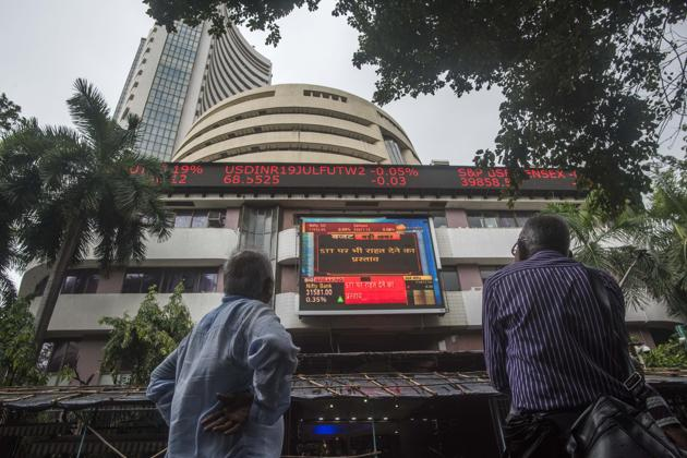 Men look up as they watch finance budget on the screen at Bombay Stock Exchange in Mumbai, India, on Friday, July 5, 2019.(Pratik Chorge/HT Photo)