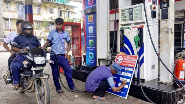 The Jharkhand Petroleum and Dealer Association (JPDA) and Federation of Jharkhand Chamber of Commerce and Industry (FJCCI) raised questions on cess and special excise duty on petrol and diesel.(PTI)