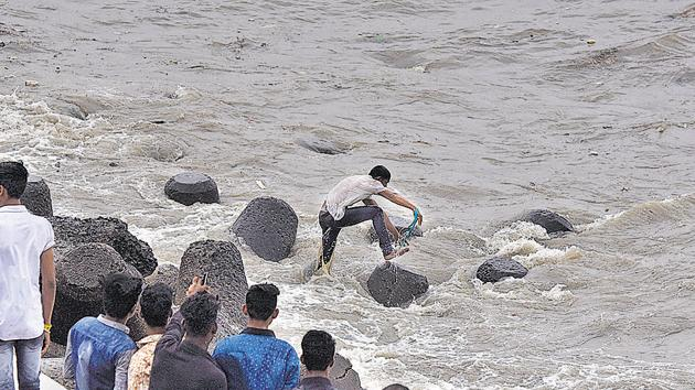 Javed Khan, 22, drowned near Marine Drive while trying to save an unidentified youth who was swept away during high tide(Kunal Patil/HT)