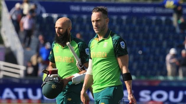 South Africa's captain Faf du Plessis (R) and South Africa's Hashim Amla leave the field at close of play during the 2019 Cricket World Cup group stage match between Sri Lanka and South Africa at the Riverside Ground, in Chester-le-Street, northeast England, on June 28, 2019. - South Africa beat Sri Lanka by nine wickets. (Photo by Lindsey PARNABY / AFP) / RESTRICTED TO EDITORIAL USE(AFP)