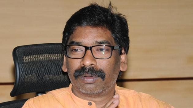 The court of Ranchi's additional collector issued notice to leader of opposition Hemant Soren's wife and Raju Oraon, the original land holder, in connection with the alleged purchase of tribal land plot in violation of the Chhotanagpur Tenancy (CNT) Act.(Diwakar Prasad/ Hindustan Times)