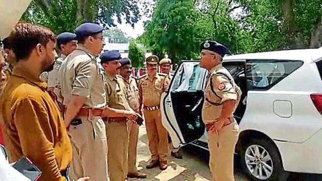 IG Agra Range Satish Ganesh (with specs) in Mainpuri to inquire about the gang rape case .(HT Photo)