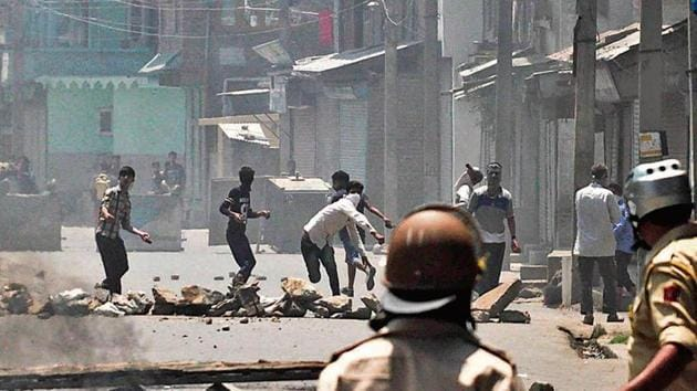 People pelt stones at policemen during protests after the death of Burhan Wani in an encounter in July 2016.(Waseem Andrabi/HT archive)