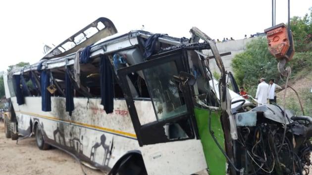Agra's senior superintendent of police Babloo Kumar said the accident happened on the Yamuna Expressway near Etmadpur.(HT Photo/Hemendra Chaturvedi)