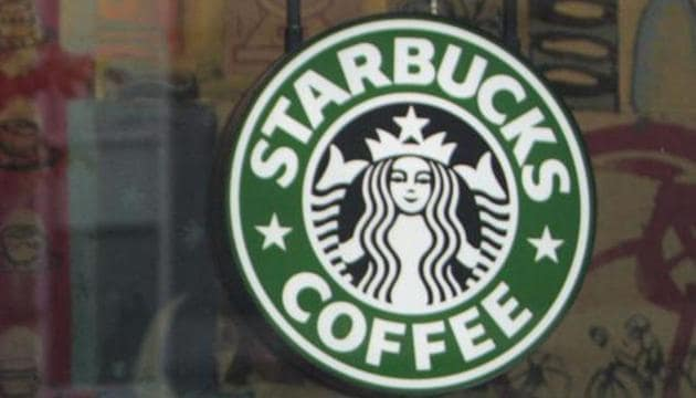 Starbucks Corp apologised after an employee at one of its stores in Arizona asked six police officers to leave or move out of a customer's line of sight.(BLOOMBERG NEWS)