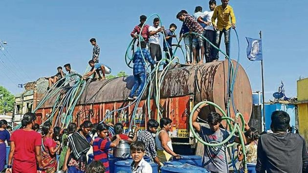Villagers from Bhim Nagar in Wadwani tehsil of Beed jump onto the tankers within seconds it enters into the village. 24000 liter stock is emptied in their small tanks and pots in just 10 to 15 minutes(Vijayanand/HTPhotos)