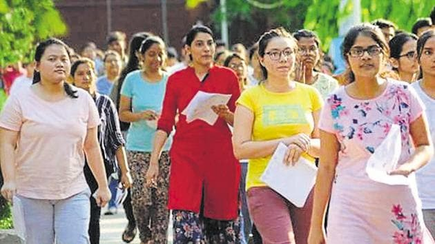 The court issued the notices on petitions by the Samata Andolan Samiti and five students, who appeared for the NEET examination.(HT Photo)
