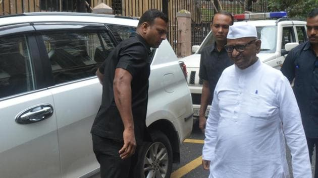 Social activist Anna Hazare arrived at session crajeourt as a witness in a 2006 murder case of Congress leader Pawan Raje Nimbalkar, in Mumbai, on Tuesday, 09 July, 2019.(Bhushan Koyande/HT)