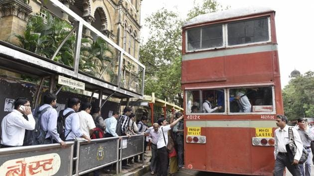 People lined up to use BEST buses following the drop in ticket fares.(Hindustan Times)