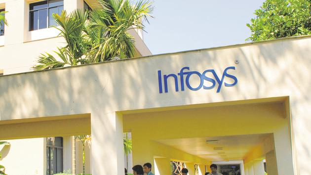 Infosys on Friday said that the net profit rose to 38.02 billion rupees from 36.12 billion rupees a year ago. Revenue from operations rose nearly 14%.(HemantMishra/Mint)