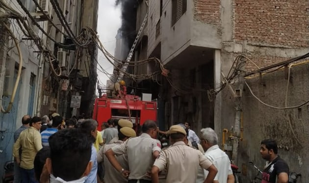 A massive fire broke out at a factory in Shahdara's Jhilmil area on Saturday(HT Photo)