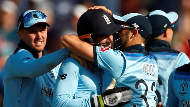 England's Jos Buttler celebrates with team mates.(Action Images via Reuters)