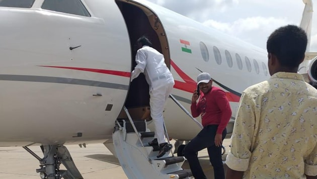 MTB Nagaraj, who said on Saturday that might stay in the Congress, boarding a chartered flight.