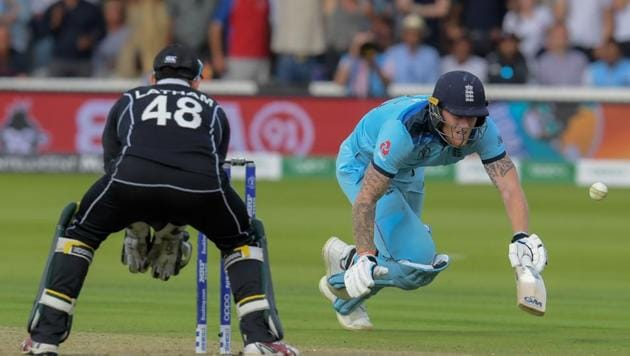 England's Ben Stokes (R) dives to make his ground and the ball hits him going for a boundary as New Zealand's Tom Latham looks on(AFP)