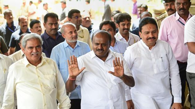 Chief Minister Kumaraswamy had offered to face the confidence vote last week after nearly 16 coalition lawmakers sent their resignations to Speaker KR Ramesh Kumar.(PTI)