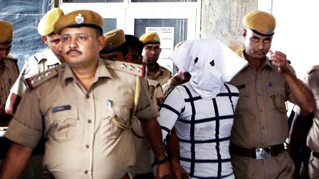 After arresting other members of the gang, police checked every floor and terrace of all the four blocks for almost 13 hours.(HT File/Representational Image)