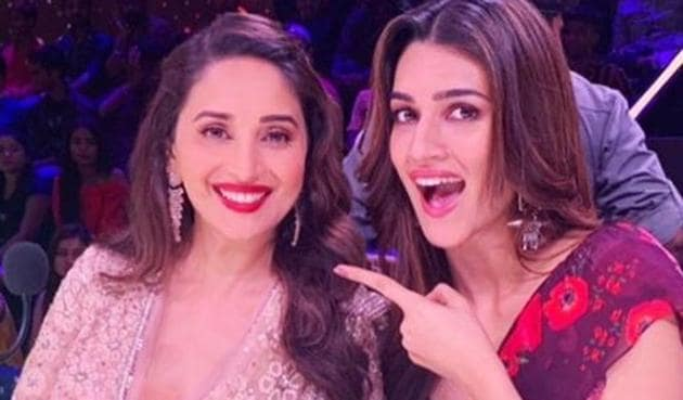 Kriti Sanon has a fangirl moment as she grooves to Ankhiya Milaun with Madhuri