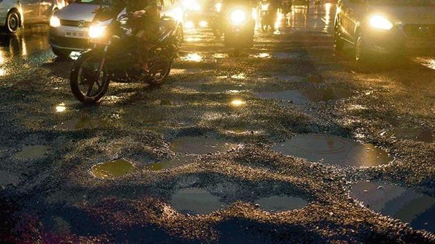 In the past 10 years, the Brihanmumbai Municipal Corporation (BMC) has spent about Rs 331 crore on repairing potholes across the city.(Pramod Thakur/HT Photo)