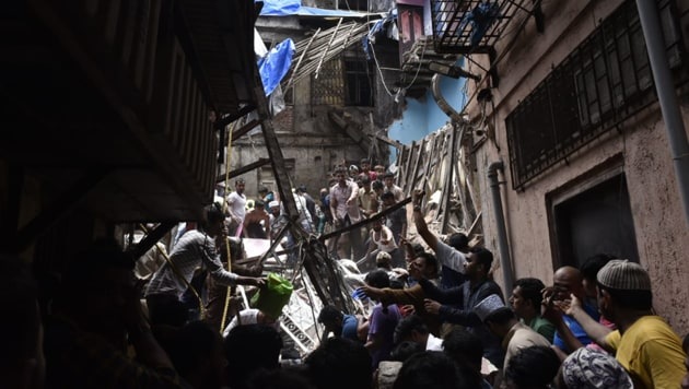 Mumbai's Dongri building collapse: Samant, who was on way to Mumbai from Ratnagiri, said he has asked the officials concerned to collect all the required information pertaining to the building for further action.(Santosh Harhare/Hindustan Times)