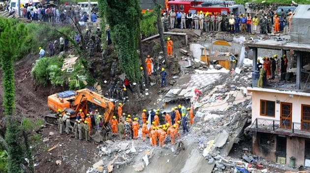 NDRF personnel removing debris after a building collapsed at Kumarhatti-Nahan road in Solan, Sunday, July 15, 2019.(Anil Dayal / HT Photo)