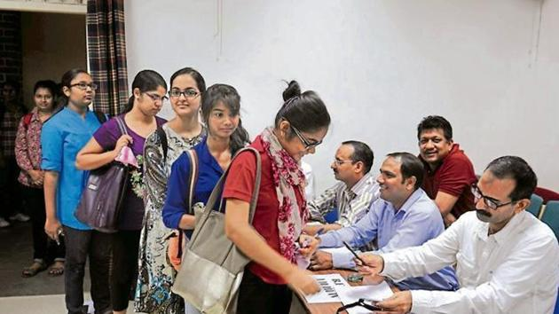 Twenty-five years after the last election held on college campuses in Pune, students will vote once again this year, as elections return to colleges across Maharashtra.(HT File Photo)