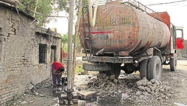 The Municipal Corporation of Gurugram (MCG) will conduct an enforcement drive in the next few days to seal illegal borewells in the city.(Sakib Ali/HT File Photo)
