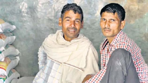 Rishipal and Mangal are labourers in a Gurugram market.(HT Photo)