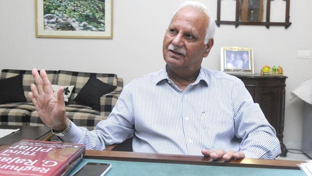 Former chief secretary of Punjab KR Lakhanpal.(Anil Dayal/HT)