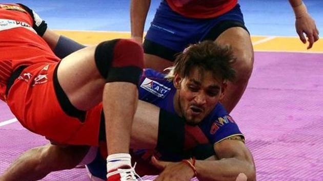 File photo of Dabang Delhi defender Ravinder Pahal.(Pro Kabaddi League)