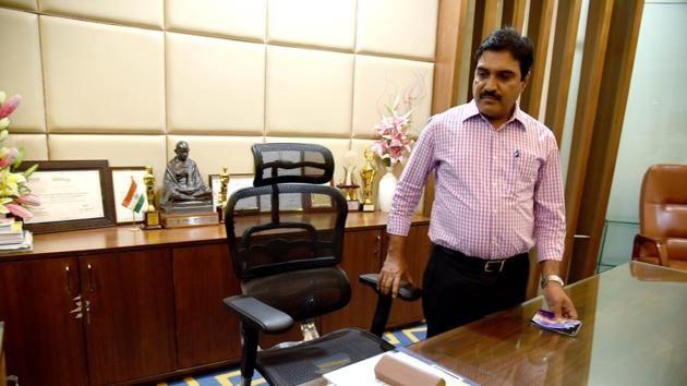 NMMC's new commissioner Annasaheb Misal take charge on Thursday.(HT Photo)
