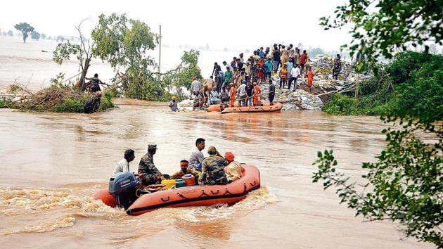 Villagers helping army and NDRF personnel in plugging the breach in the Ghaggar river at Phulad village of Moonak sub-division of Sangrur district on Friday.(Bharat Bhushan/HT)