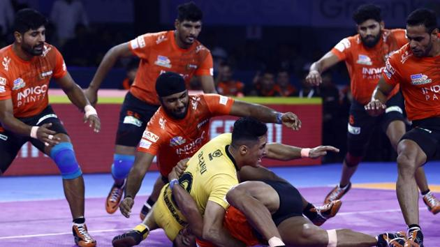 U Mumba players (red) in action against Telugu Titans in PKL 2019(PKL Image)