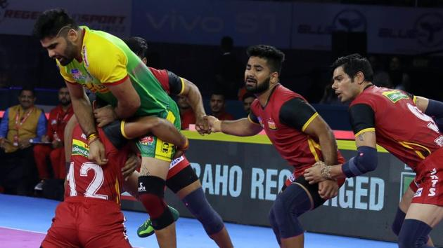Players of Bengaluru Bulls (Red) in action against Patna Pirates in PKL 2019(PKL Image)