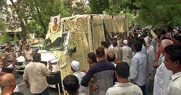 Mortal remains of former Delhi Chief Minister Sheila Dikshit being taken from Congress headquarters to Nigam Bodh Ghat(ANI)