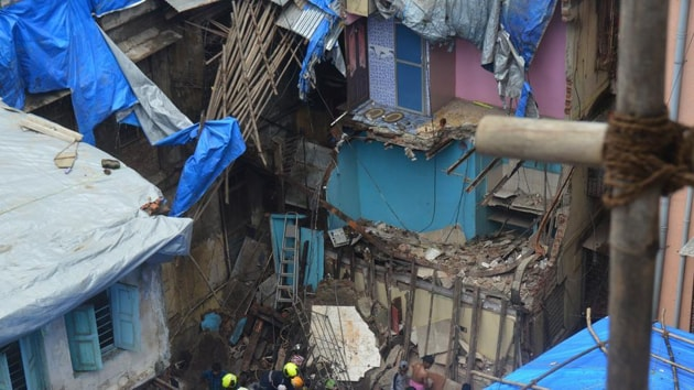 College students who were trained by the National Disaster Response Force (NDRF) put their skills to timely use during the recent building collapse in Dongri.(HT File)