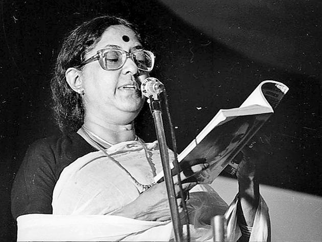 Kamala Das reading from her work on 19 July, 1990.(Arun Jetlie/HT Photo)