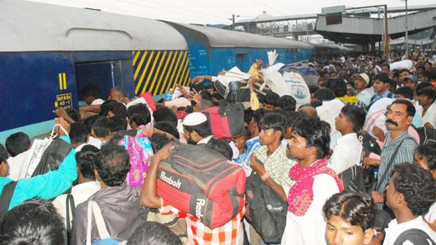 The number of interstate migrants in Delhi and Mumbai (Mumbai and Mumbai suburban districts) in 2011 was 9.9 million, or one-third of the total population of 29.2 million in these cities.(HT Photo)