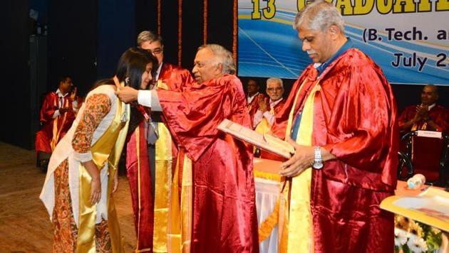 Vijay Bhatkar (right), chairman board of governers, COEP distributed the degrees to the students.(Shankar Narayan/HT PHOTO)