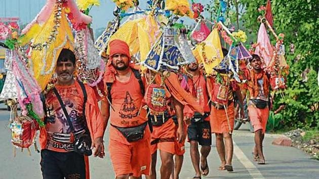 To check untoward incidents, Ghaziabad police will deploy around 150 personnel who will be in the guise of kanwariyas.(Photo: Sakib Ali/ HT)