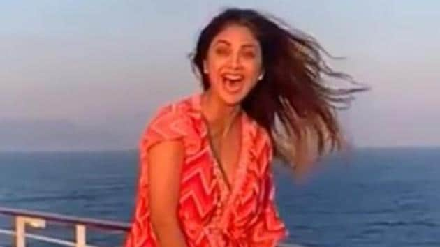 Shilpa Shetty had a Marilyn Monroe moment while holidaying on a cruise.(Instagram)