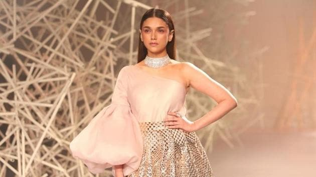 Aditi Rao Hydari looked ravishing in the golden ensemble.(IANS)
