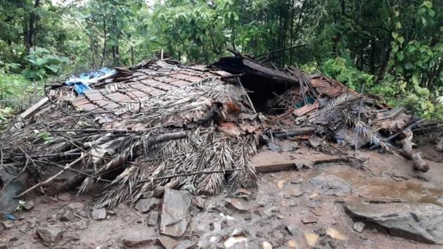 The debris of a thatched hut is seen after an earthquake in Dahanu in Palghar district of Maharashtra on Thursday. The 55-year-old owner of the hut was killed after it came crashing down, officials said.(HT photo)
