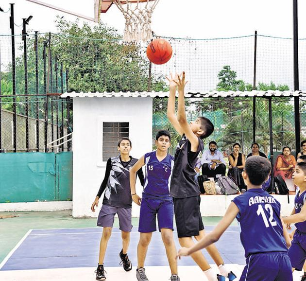 Boys quarterfinal match in progress between Loyola High School (black) and Millennium High School at the first Late Suresh Chondhe Patil Memorial under-12 district championship at Chondhe Patil sports complex on Wednesday.(HT/PHOTO)