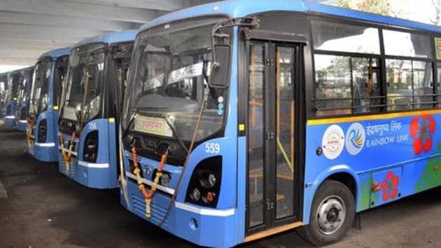 The regional transport office (RTO) has not given clearance to 35 new Pune Mahanagar Parivahan Mahamandal Ltd (PMPML) buses.(HT FILE)