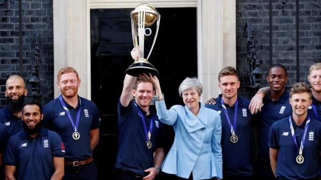 Former British PM Theresa May with England's World Cup winning cricket team at 10 Downing Street.(REUTERS PHOTO.)