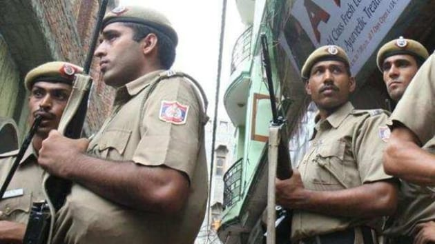 A case was registered under sections 379 B and 34 of Indian Penal Code at Sadar police station.(HT Photo)